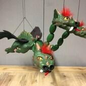 Dragón de 3 cabezas y alas móviles de 5 hilo y balancin de madera